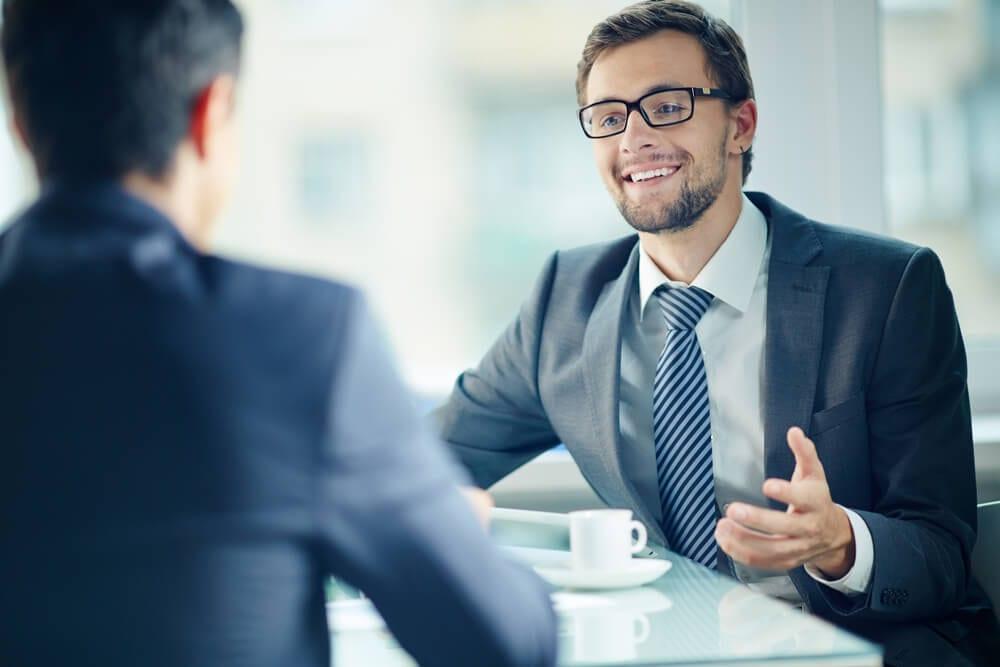 Mannen in gesprek