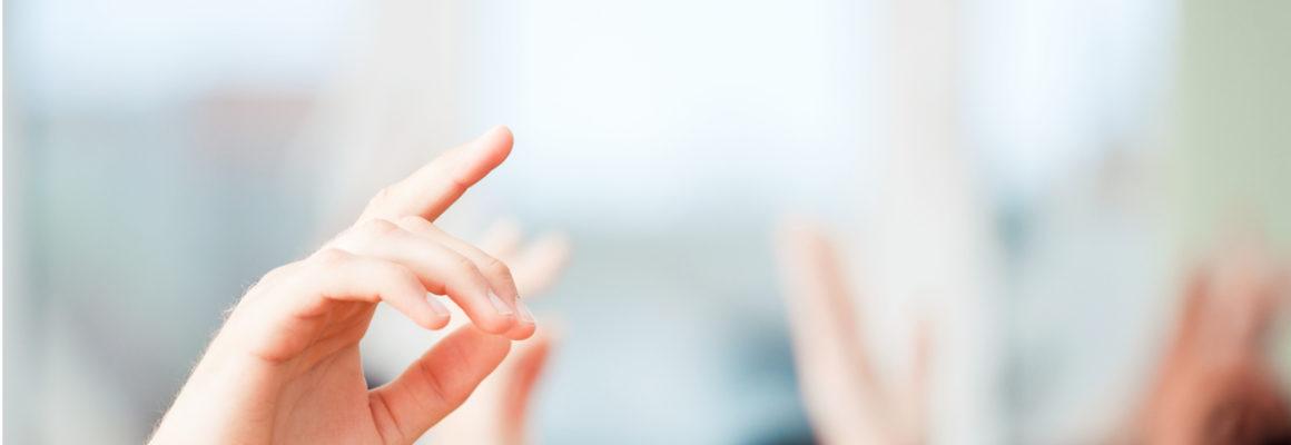 Onderwijs hand opsteken