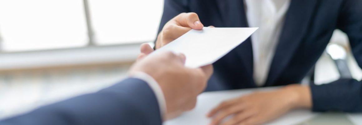 Papier overhandigen