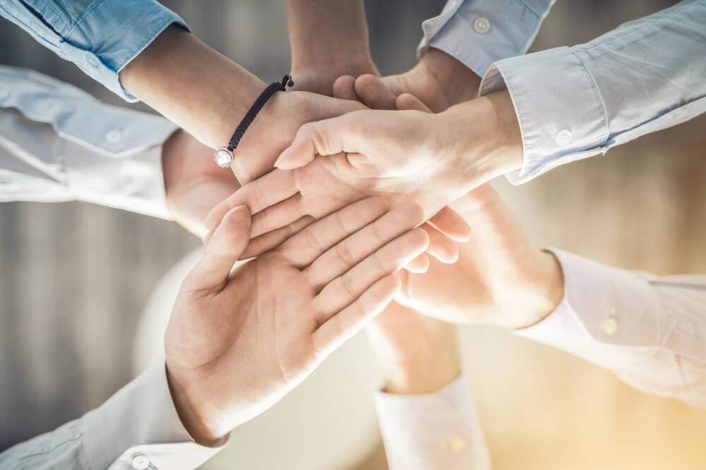 Handen bijeen