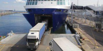 Vrachtwagen aan boord van boot - brexit