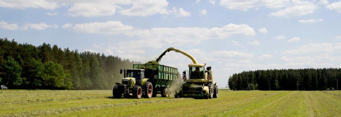 landbouwmachines aan het werk